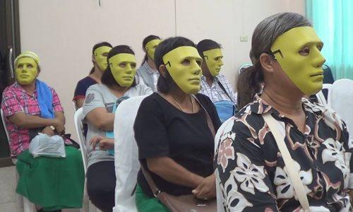 Warum diese Frauen mit Masken beim Frauenarzt sitzen