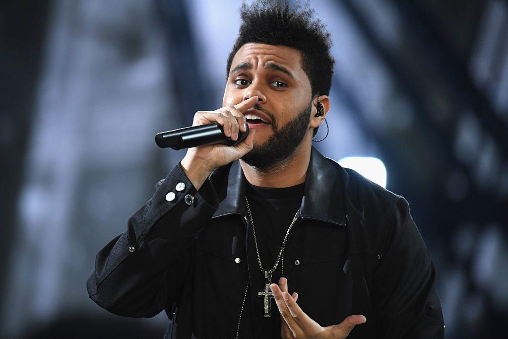 The Weeknd bricht während Auftritt in Tränen aus