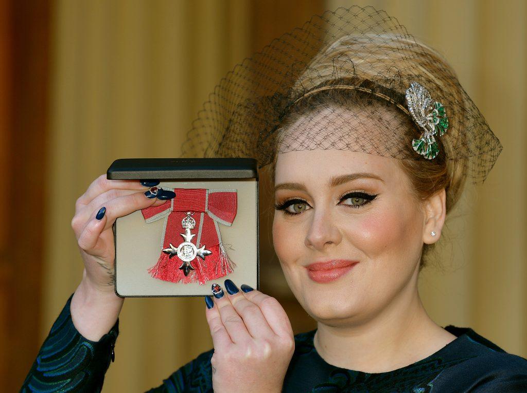 Adele hat sich zur Priesterin weihen lassen