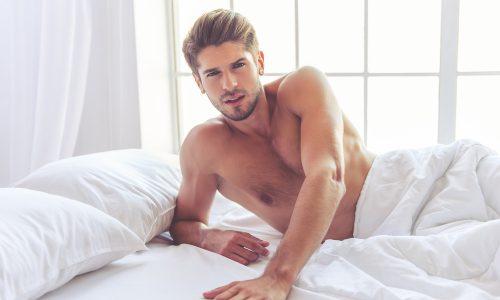 5 Dinge, die alle Männer beim Masturbieren machen