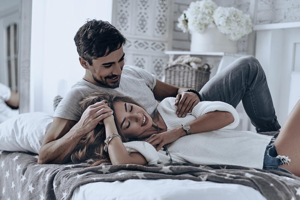Dieser Schlaf-Trick kann eure Beziehung retten
