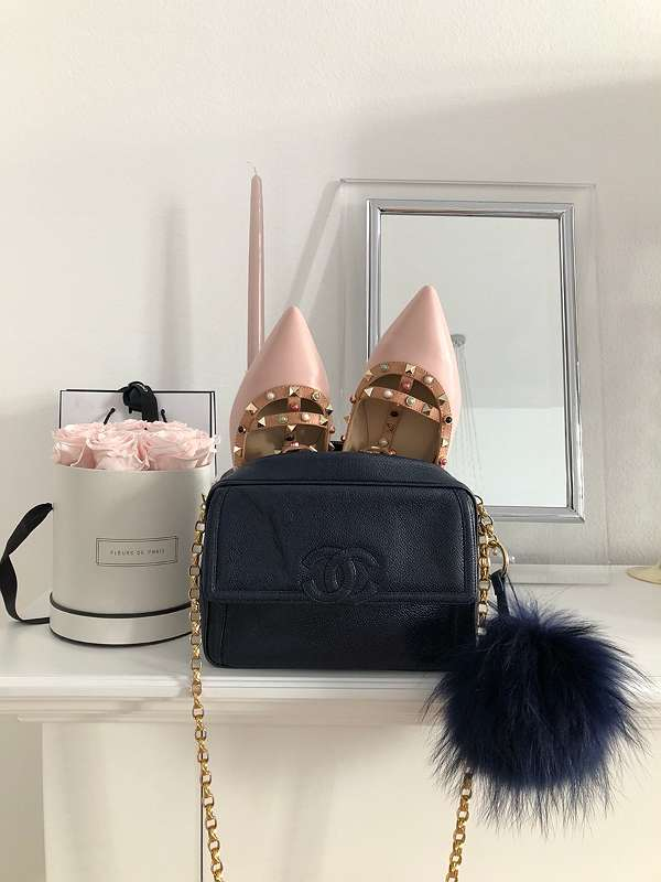 Chanel crossbody tasche in navy - Gibt's in der willhaben App