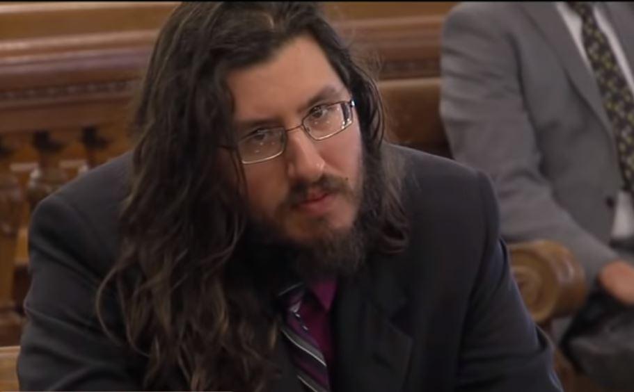 Eltern verklagen 30-jährigen Sohn, damit er endlich auszieht