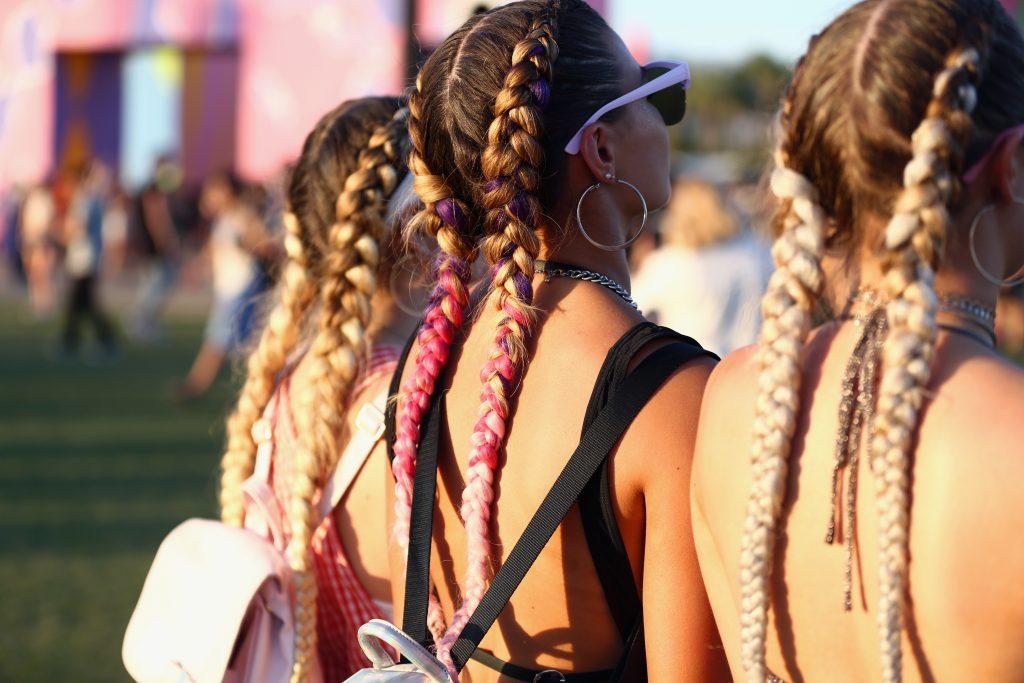 Tschüss Flowercrown: Die angesagtesten Festival-Frisuren 2018
