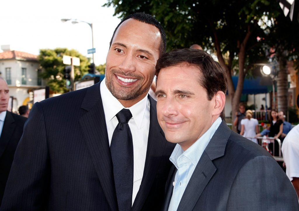 """In der Komödie """"Get Smart"""" schmusen Dwayne Johnson und Steve Carell. Den beiden hat's nicht gefallen."""