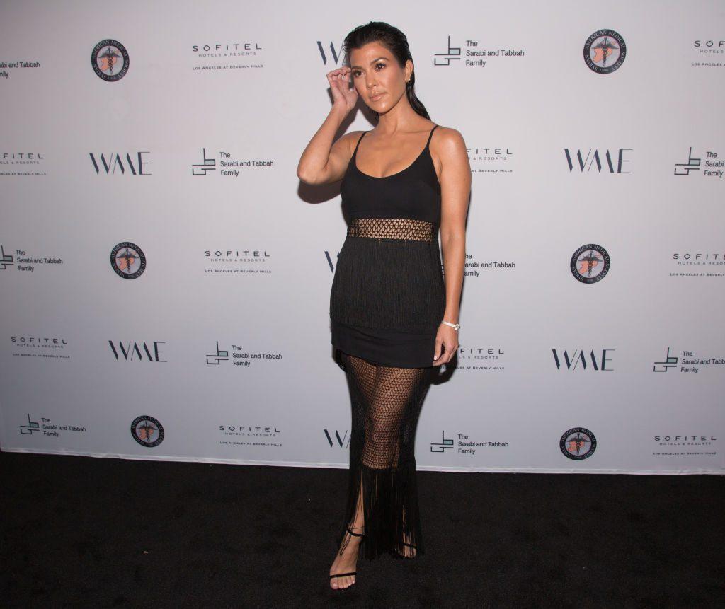 Kourtney Kardashian zeigt erstmals ihren 25-jährigen Freund am Red Carpet