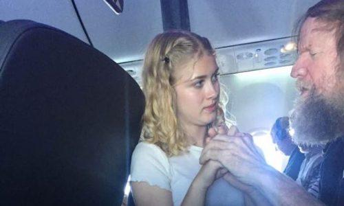 15-Jährige hilft taub-blindem Mann, sich im Flugzeug zu verständigen