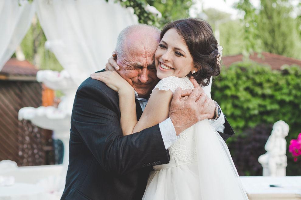 Schock: Millionär heiratet versehentlich seine Enkelin