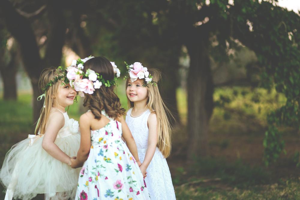 Dreijährige Krebspatientin streut Blumen bei der Hochzeit ihrer Knochenmark-Spenderin