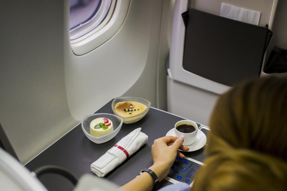 Deshalb solltest du im Flieger niemals Kaffee oder Tee bestellen