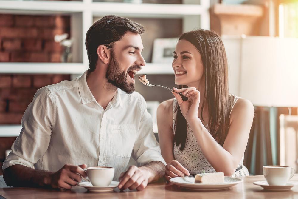 5 nervige Dinge, die Pärchen machen und Singles furchtbar finden