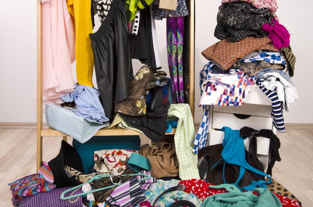 Kleiderschrank herbstfit machen: So mistest du jetzt richtig aus