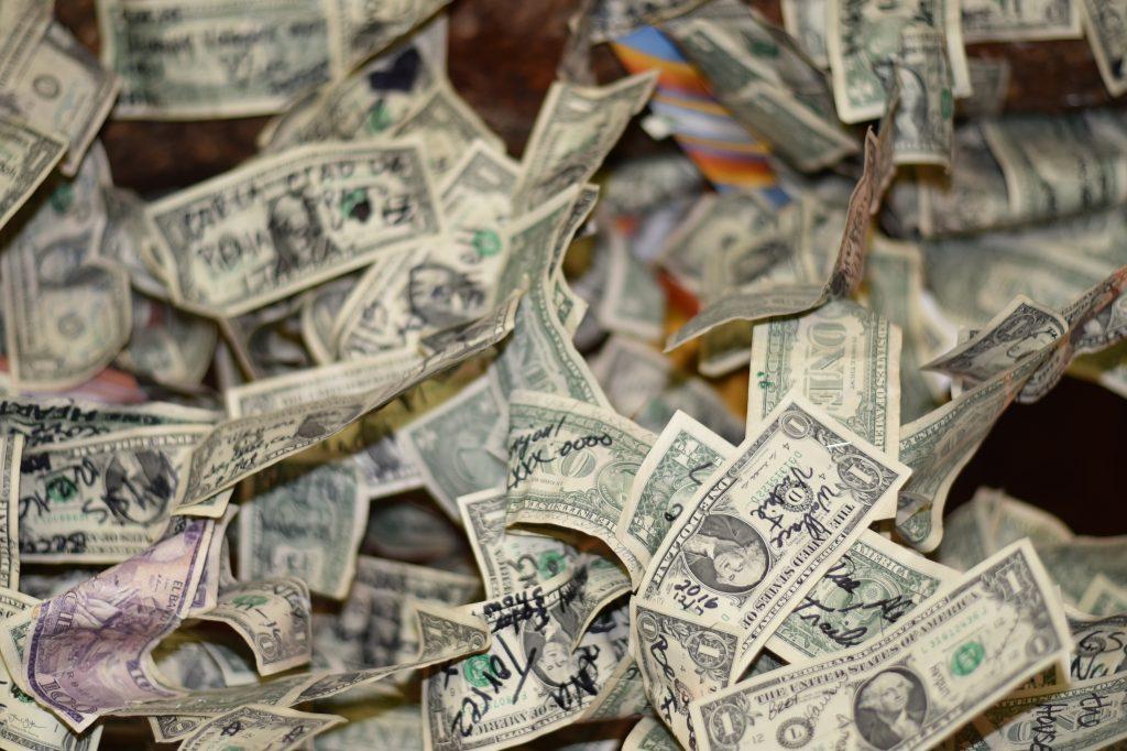 2-Jähriger schreddert 1000 US-Dollar