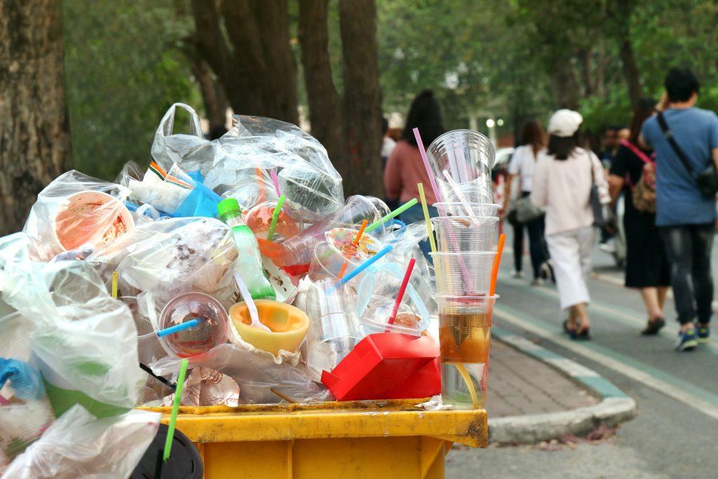 EU-Parlament stimmt für Verbot von Wegwerf-Plastik