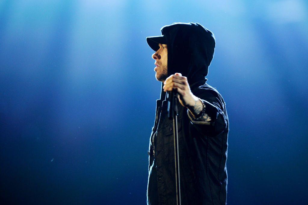 Polizei postet Fahndungsfoto und alle denken es ist Eminem!