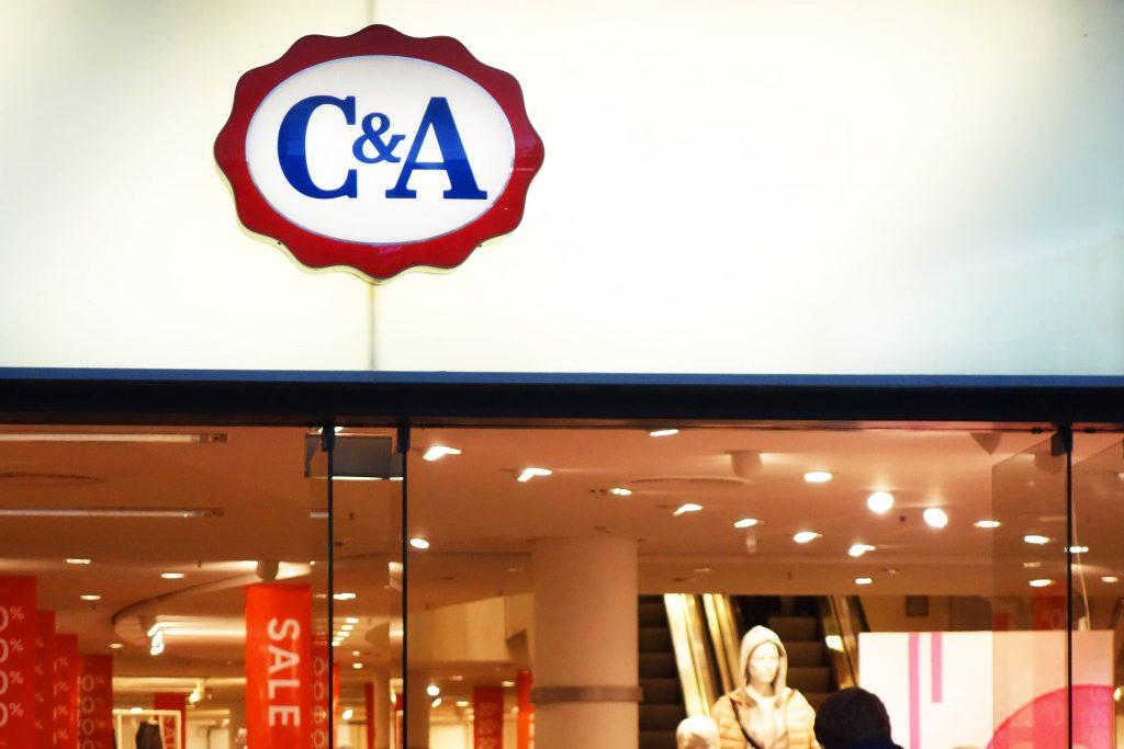 C&A entschuldigt sich für Kinderpulli im Neonazi-Look