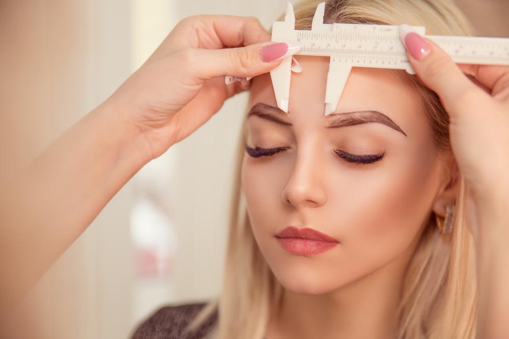 Powder Brows: Dieser Augenbrauen-Trend löst Microblading ab