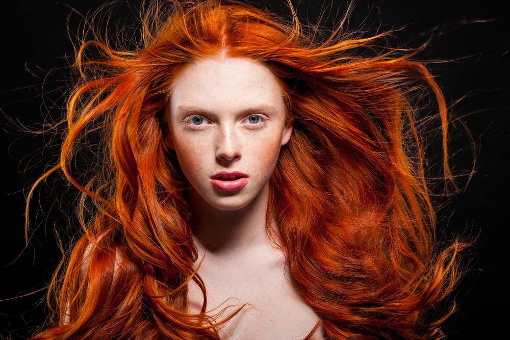 Rotstich aus braunen Haaren entfernen? So klappt's