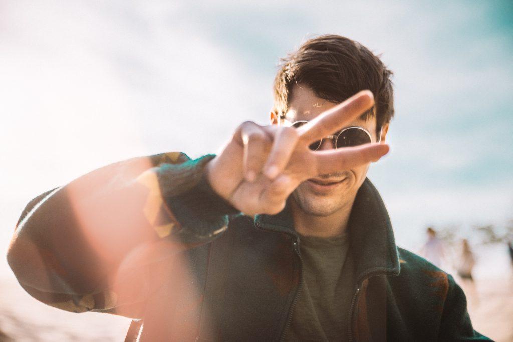 Diesen Typ Mann findest du laut deinem Sternzeichen attraktiv