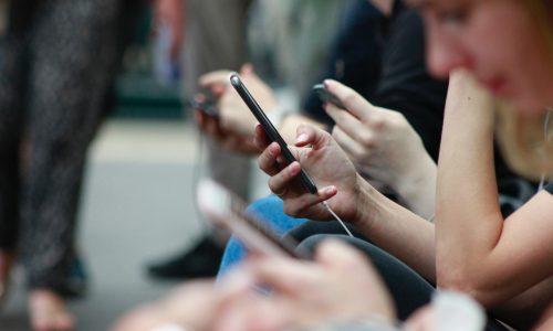 """Gegen Hass im Netz: Regierung will ein """"digitales Vermummungsverbot"""""""