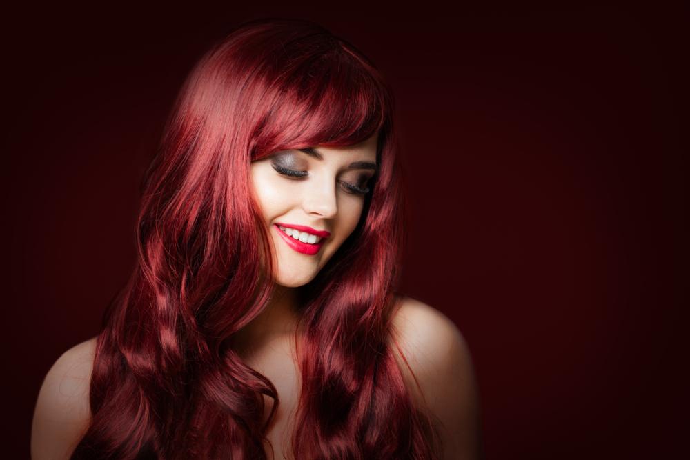 """""""Mulled Wine Hair"""": Diese Haarfarbe tragen wir diesen Winter"""