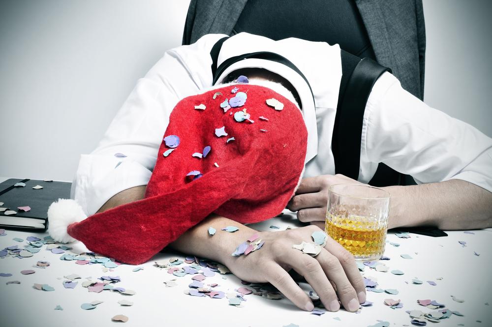 Betrunken auf der Weihnachtsfeier: Die peinlichsten Stories unserer LeserInnen
