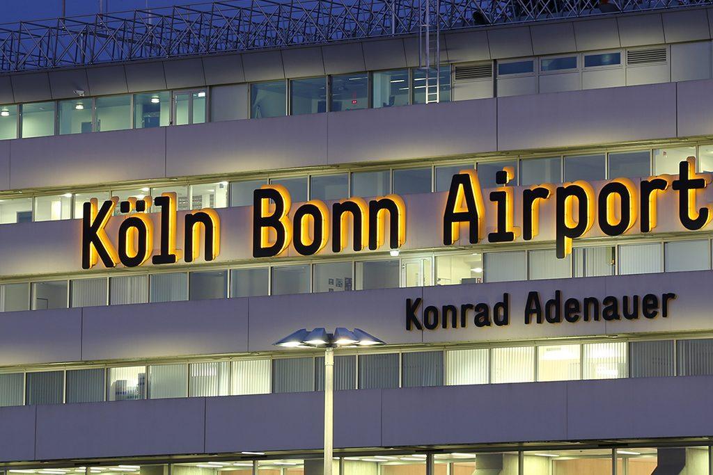 Schneechaos am Flughafen Köln Bonn