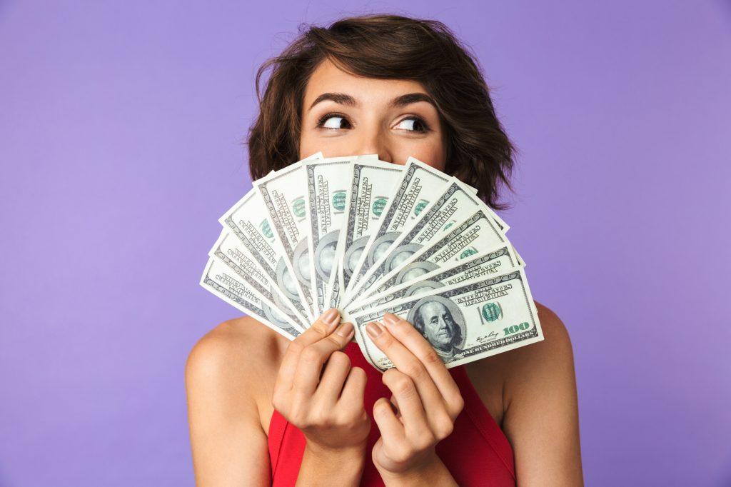 Schluss mit Geldsorgen: So lernst du, richtig mit Geld umzugehen