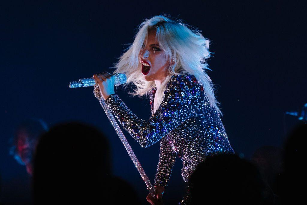 Lady Gaga zeigt neues Riesen-Rosentattoo am Rücken