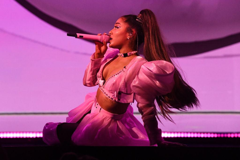 Ariana Grande lässt kleines Liebestattoo mit riesigem Motiv überstechen