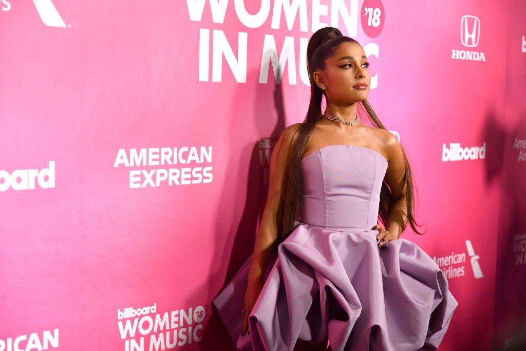 Outet sich Ariana Grande in ihrem neuen Song als bisexuell?