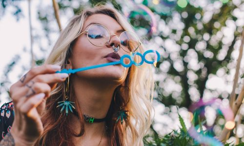 Influencerin Gabbie Hanna fälscht Coachella-Besuch um wichtige Botschaft senden