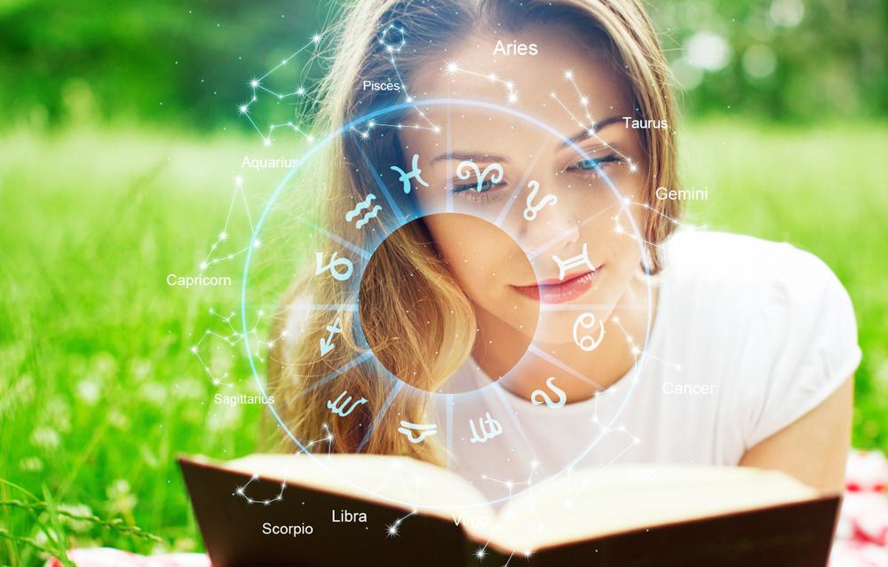 3 Anzeichen, dass du lieber nicht auf dein Horoskop hören solltest