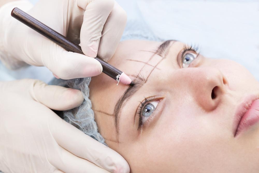 Microblading-Fail: Frau hat plötzlich vier Augenbrauen