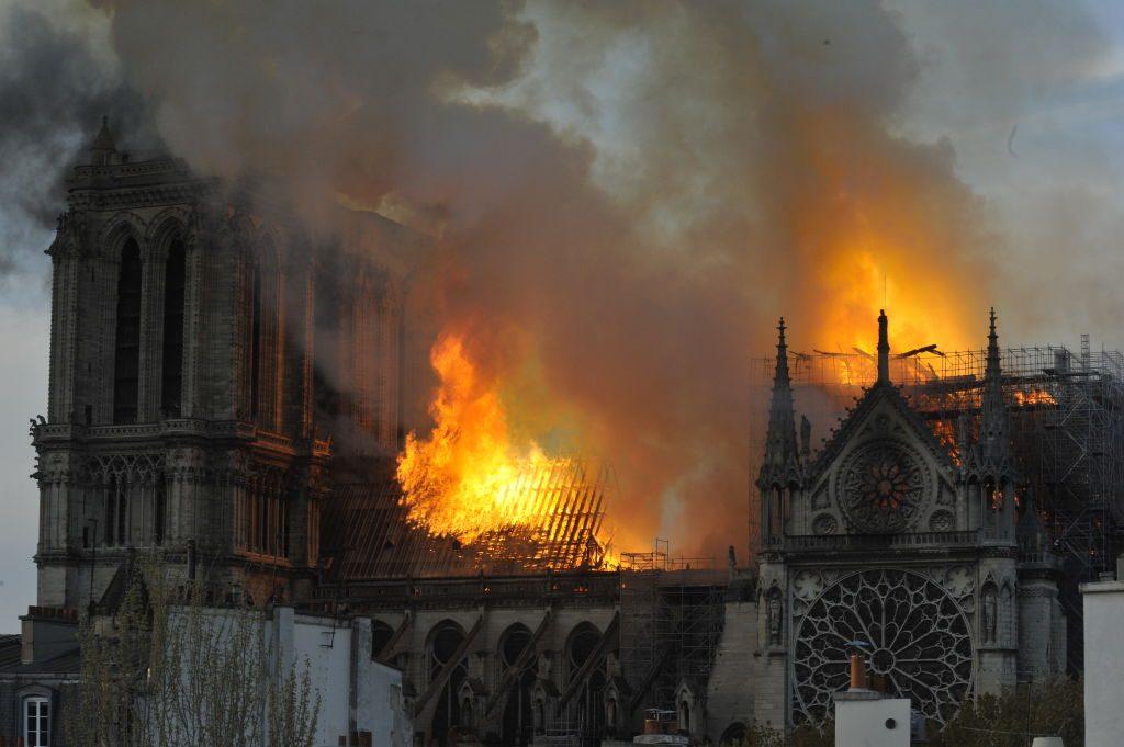 Brand in Notre Dame: Stars nehmen Anteil