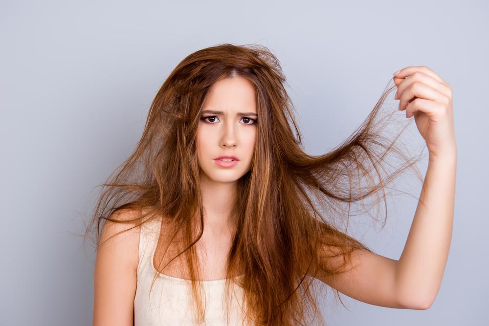 So bändigst du trockenes Frizz-Haar