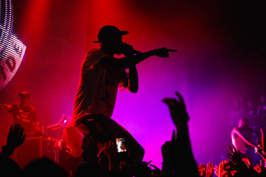 Gekaufte Klicks auf YouTube: Kommen Rapper so in die Charts?
