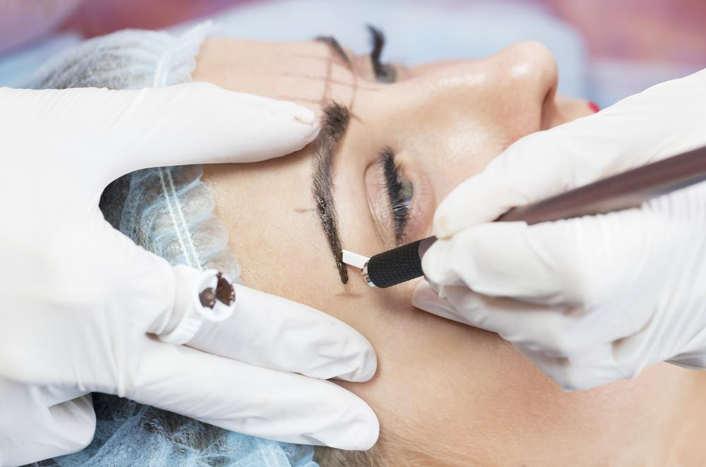 Microblading-Fail: Frau hat nach Behandlung 4 Augenbrauen