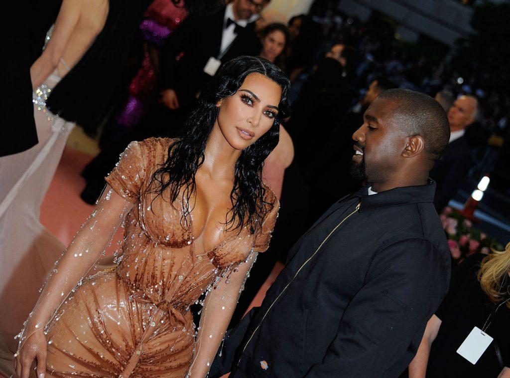 Kim Kardashians Leihmutter liegt in den Wehen