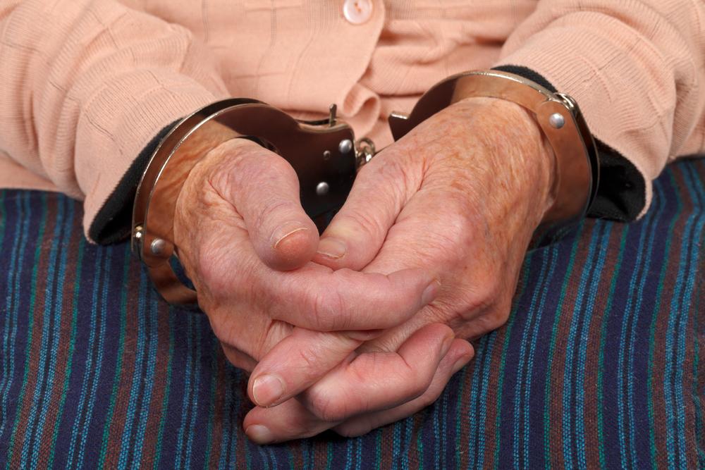 93-jährige Oma wünscht sich Verhaftung: Polizei nimmt sie fest