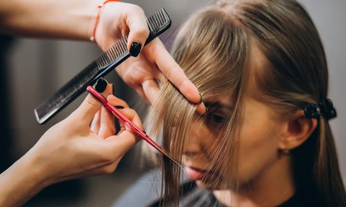 Bowl-Cut: Diese 90er Jahre Frisur ist jetzt zurück