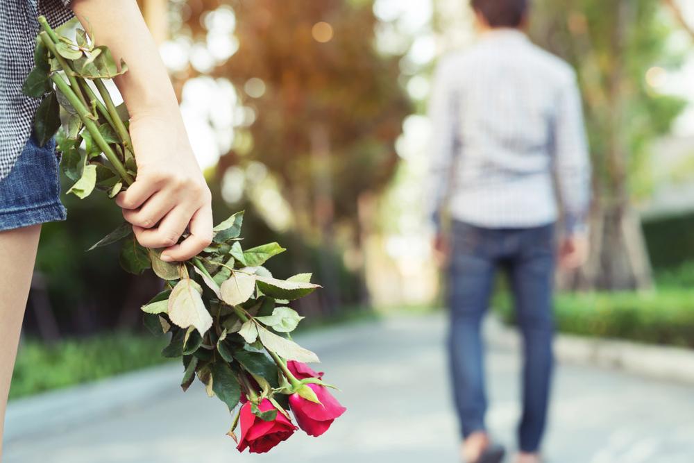 5 Anzeichen, dass dein Ex noch in dich verliebt ist