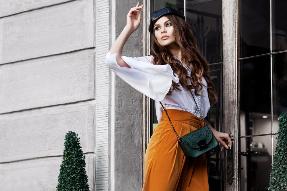 Warum jede Frau diesen Sommer eine Paperbag-Hose braucht