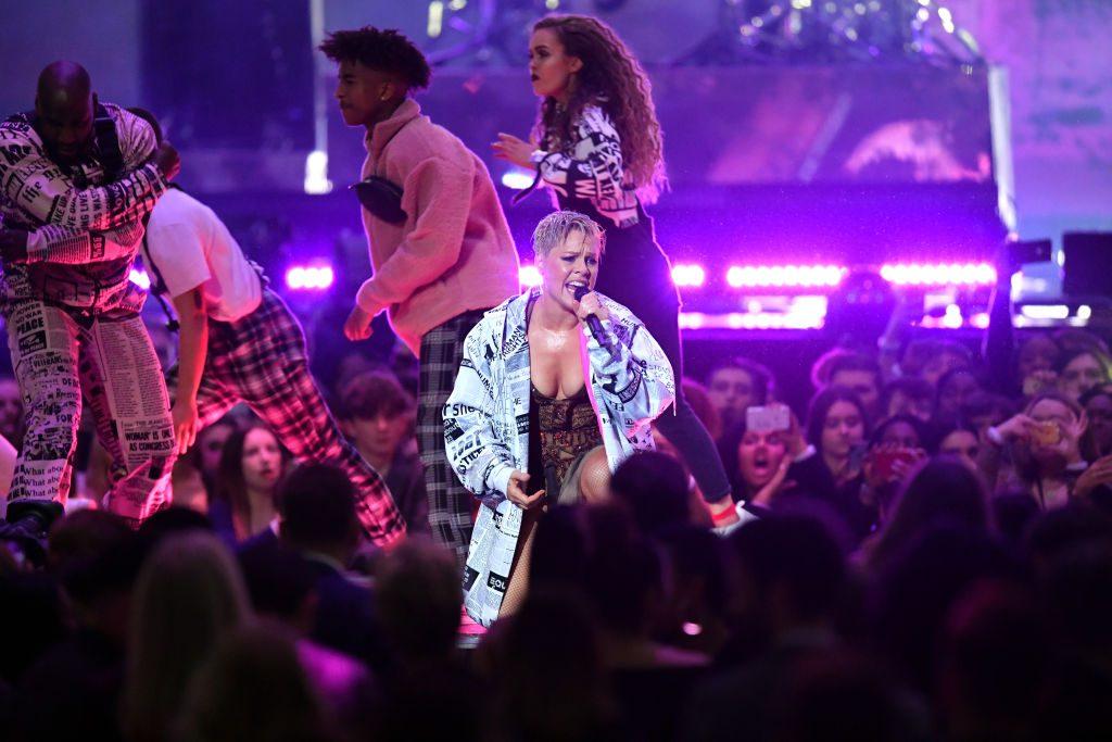 Pink: Sensationsgeburt während ihres Konzerts