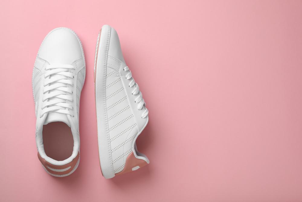 Weiße Sneaker reinigen: 5 Tipps, wie deine Schuhe wieder sauber werden