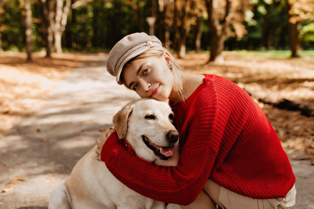 Studie: Frauen schlafen neben einem Hund besser als neben einem Mann