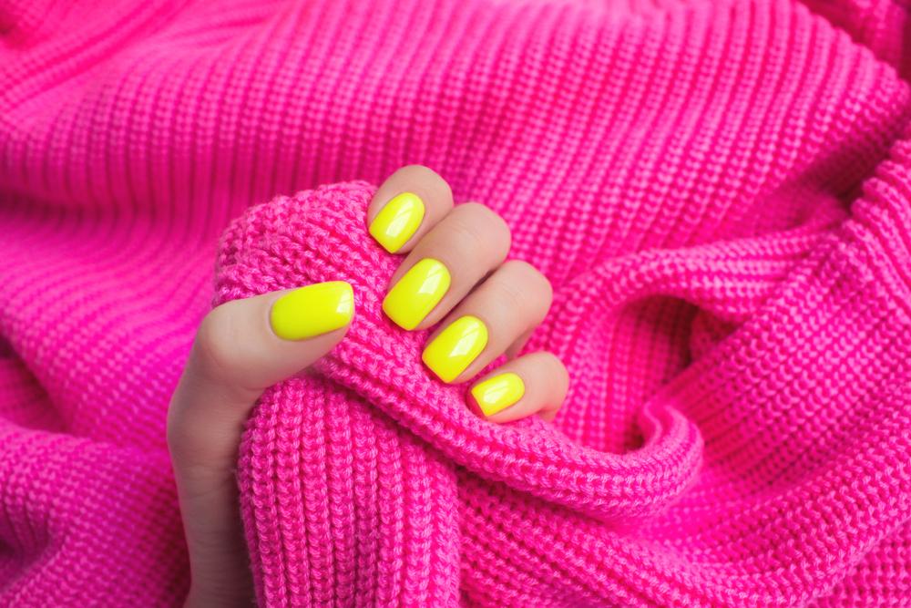 Neon Nails sind der Nagellack-Trend im Sommer 2019
