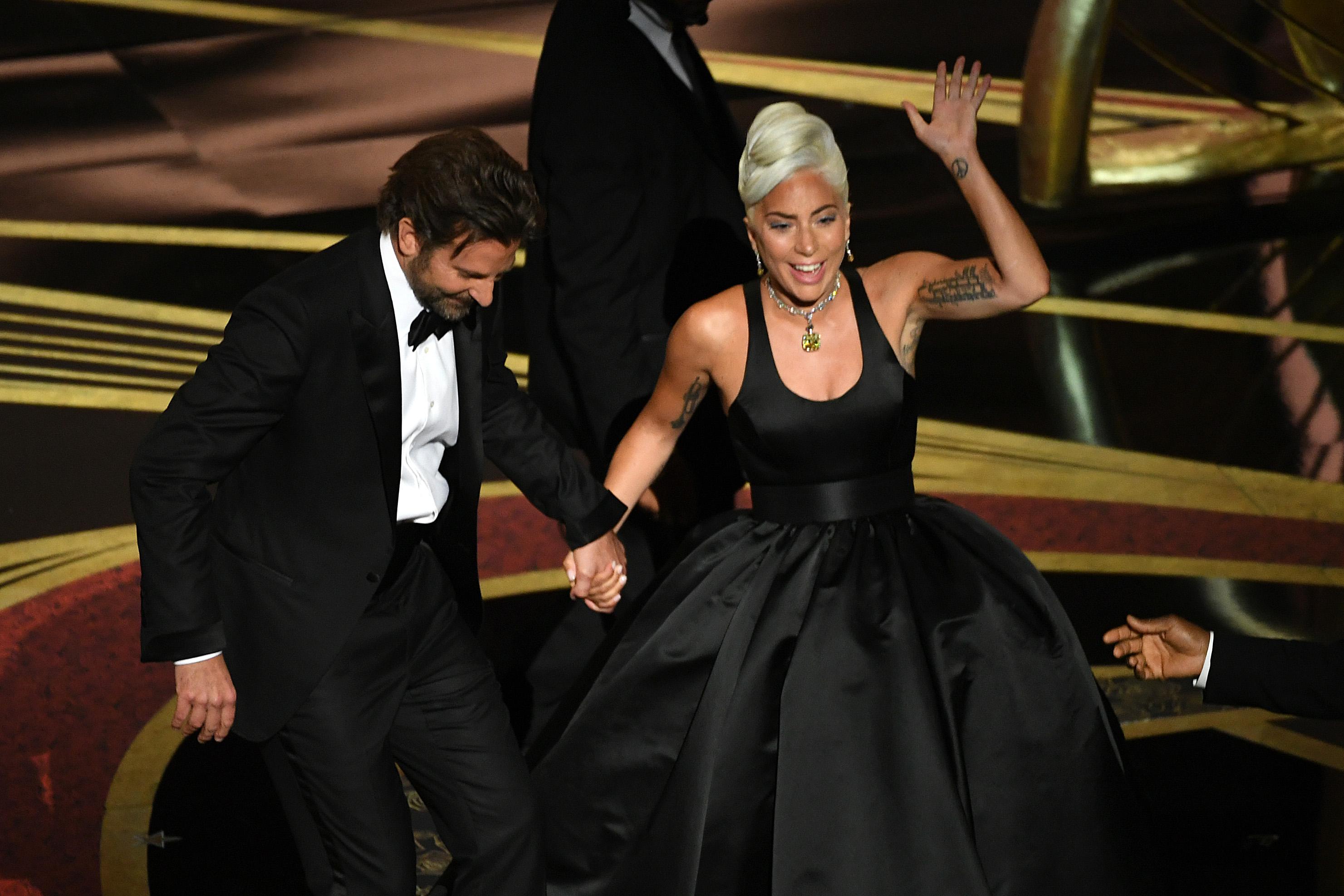 Ist Lady Gaga bei Bradley Cooper eingezogen?