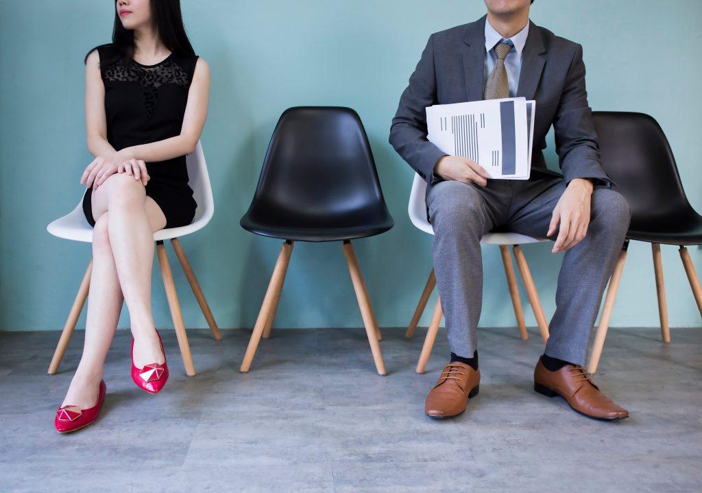 Manspreading: Dieser Designer-Stuhl soll es verhindern