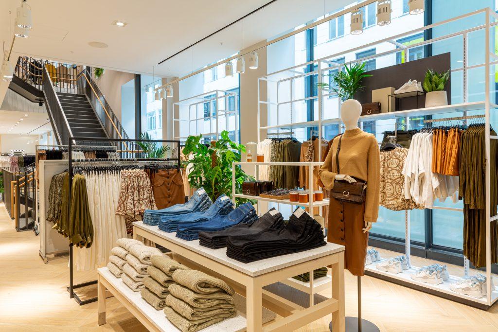 Neuer H&M Flagship Store in Wien setzt auf Nachhaltigkeit